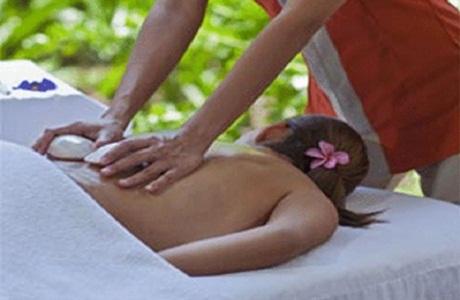 Disfruta de un masaje relajador en el Shells The Spa
