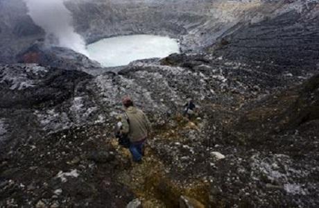 El Volcán Poás amenaza con lluvia ácida